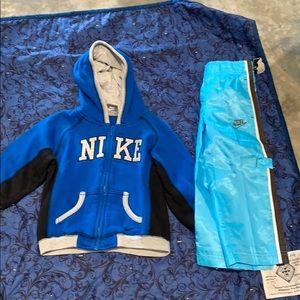 Boys Toddler Nike pants & hooded sweat shirt 2T
